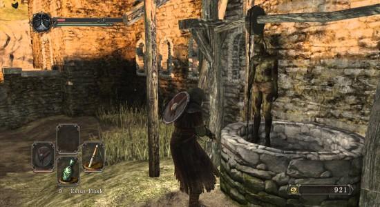 Här hittar du den första Estus Sharden i Majula.
