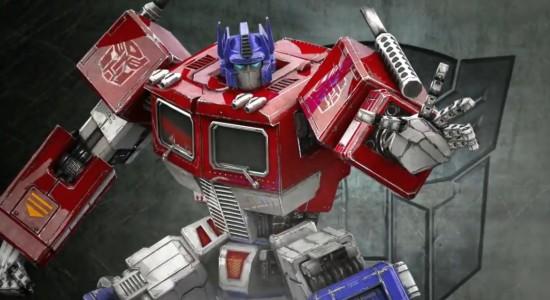 Optimus Prime viftar avvärjande när han tillfrågas om detta är ett bra spel.