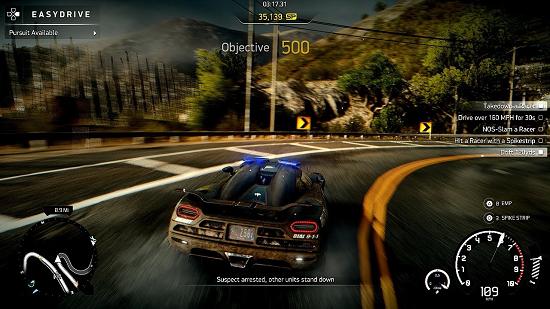 """För att avancera i spelets handling måste du klara en utav tre valbara checklistor för varje ny nivå. Dessa kan bestå av delmål som """"vinn en tävling"""", """"håll 270 km/h i 30 sekunder"""", """"ramma 10 bilar"""" och så vidare."""