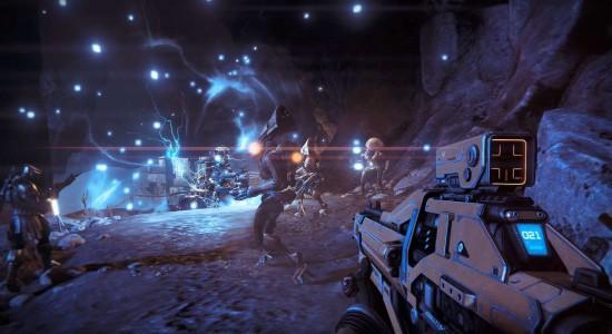 Destiny kör ofta på det klassiska Halo-tricket där två grupper av argsinta utomjordingar slåss mot varandra och du ska förstås slåss mot allihop.