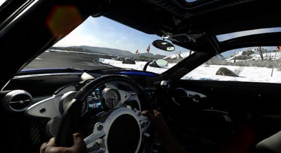 I Driveclub VR finns ingen knapp för att kolla i backspegeln...